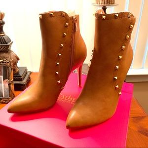 Gorgeous Catherine Malandrino Studded Booties